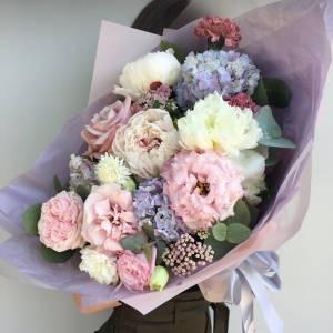 Сборный нежный букет с гортензией и розами R1707