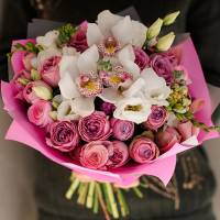 Сборный букет орхидеи с кустовыми розами R77