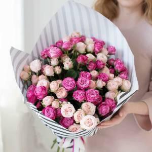 15 веток розовой пионовидной розы в крафте R530